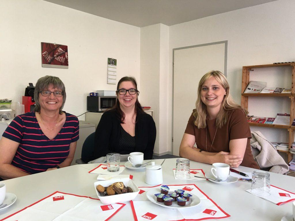 Celsy Dehnert spricht mit Marja-Liisa Völlers und Anja Altmann über die Geburtshilfe